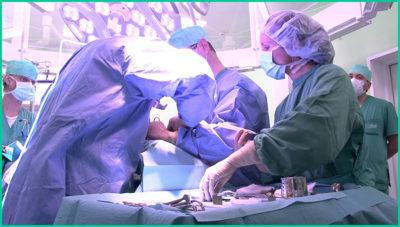 На более ранних стадиях опухоли толстой кишки применяется удаление злокачественной опухоли