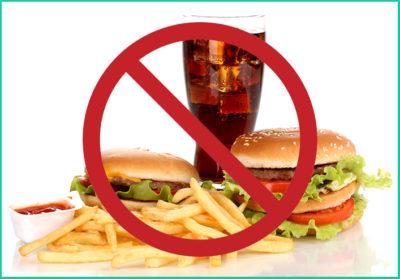 Необходимо ограничить еду «всухомятку», фастфуд и блюда быстрого приготовления