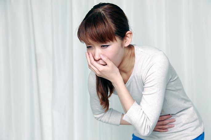 Помимо характерной боли при язве желудка, так же возможно и тошнота