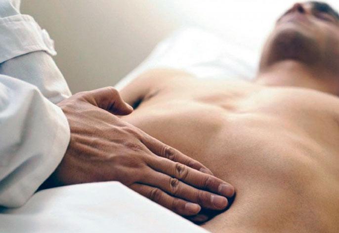 Диагностировать энтерит можно на осмотре у гастроэнтеролога при общем осмотре и пальпации брюшной стенки