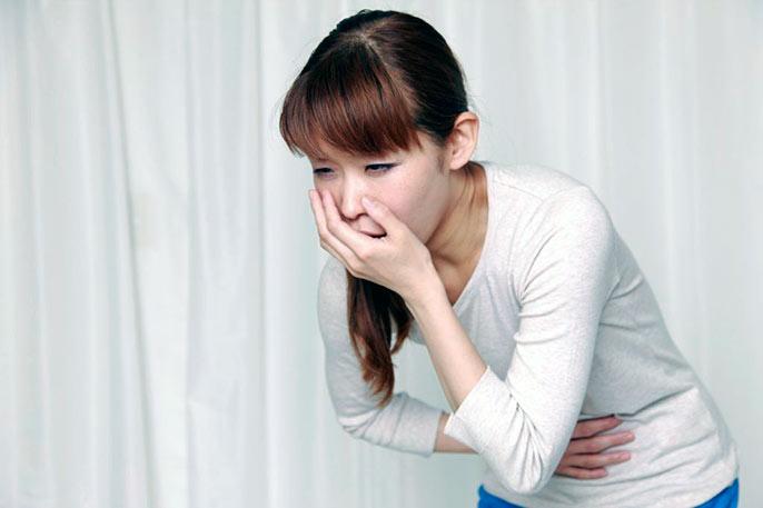 Как правило энтерит начинается с болей в животе, тошноты, поноса