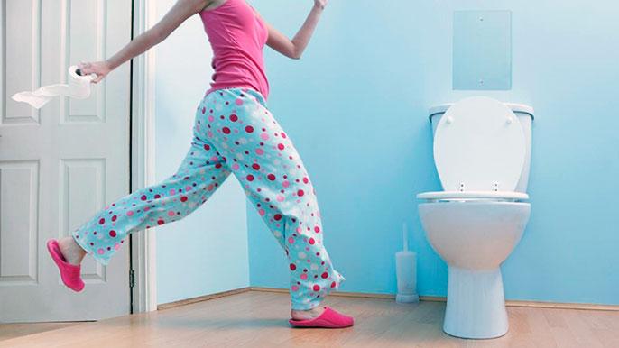 При хронической диареи помимо частых позывов в туалет, возможно возникновение тошноты и рвоты