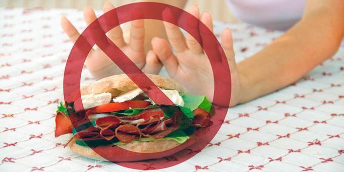 При холецистите категорически нельзя есть еду из фаст фудов