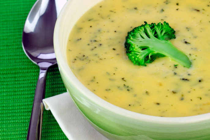 Если хронический колит кишечника находится на стадии обострения - рекомендуется диета в виде супов на овощном бульоне