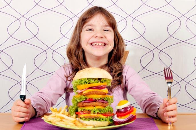 Одним из основных причин появления гастродуоденит у детей является неправильное питание